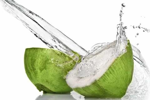 Sveza kokosova voda