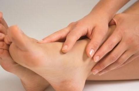 Hladna stopala i šake - uzroci i lečenje